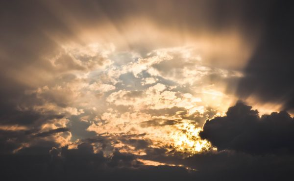 Sonne hinter Wolken